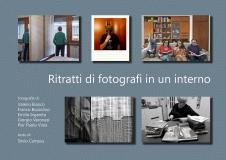 Ritratti di fotografi in un interno